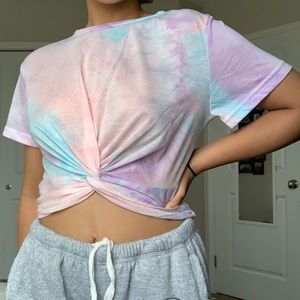 Cropped twisted front tee